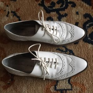 Must see size 6 genuine leather pointed toe oxford